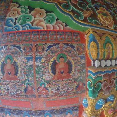 Las pinturas que decoran las paredes son preciosas