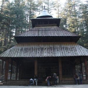 El templo Hadimba está en medio de un pequeño bosque