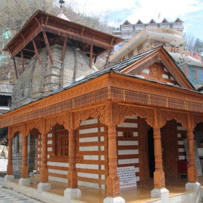 En este segundo templo se podía entrar, pero lo que más llamaba la atención era la pequeña torre