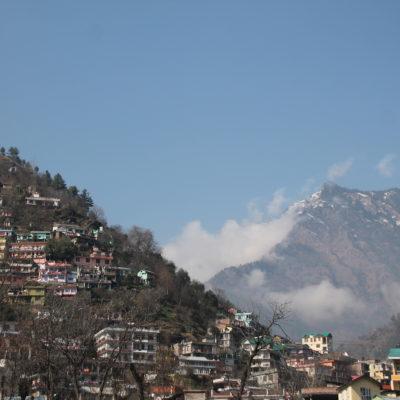 Kullu, un pueblo subida a una colina pero donde la bienvenida te lo dan un montón de chavolas junto al río