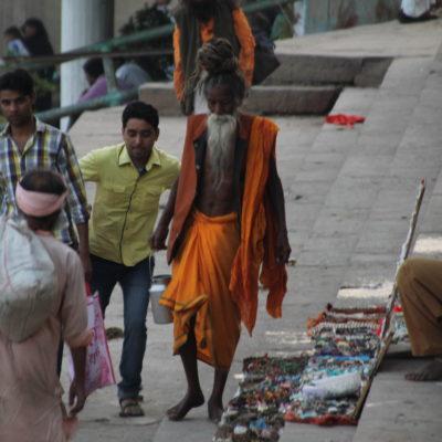 Este es el saddhu más peculiar que encontramos paseando siempre por los mismos sitios
