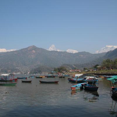 Desde el embarcadero tuvimos las primeras vistas de algunos Annapurna y el Machhapuchhre