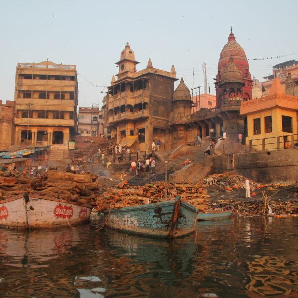 El Manikarnika Ghat es desde luego un lugar que llama la atención e impacta