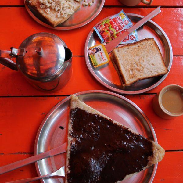 Madrugar para el paseo en barco, tuvo de recompensa este desayuno en el Ganpati