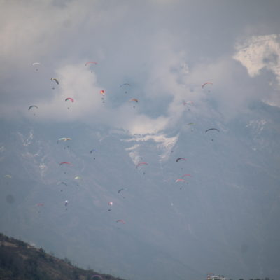 """El buen tiempo animó a un montón de paracaidistas a """"dar el salto"""""""