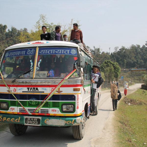 Aunque no hemos montado en un autobús tan lleno, los hemos visto
