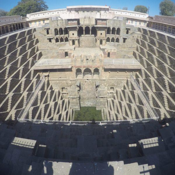 El pozo de Chand Baori es un lugar mágico con escaleras por todas partes