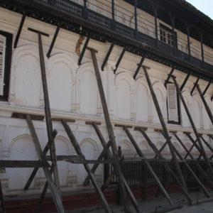 Este palacio de Katmandú se encuentra completamente apuntalado y cerrado al público