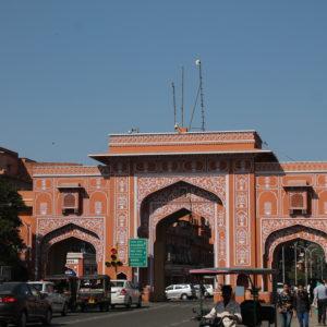 Una de las puertas de acceso a la Ciudad Rosa, que como veis es más bien naranja