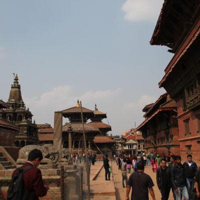 La Durbar Square de Patan nos pareció muy igual a la de Katmandú, pero con un palacio rojo en vez de blanco