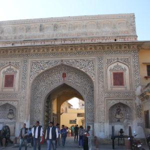 Puertas y arcos llenos de detalles en el Palacio de la Ciudad