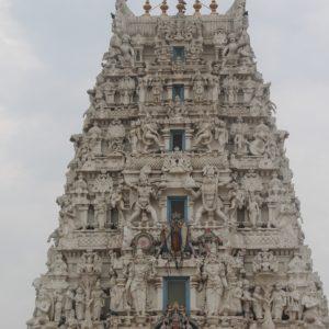 El templo con esta fachada llena de detalles que prohibe la entrada a turistas