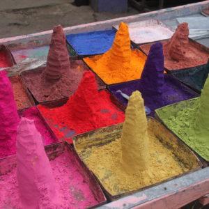 ¡Cómo llaman la atención estas montañas de colores!