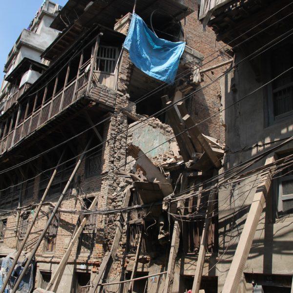 Todavía las consecuencias del terremoto se pueden apreciar en plena ciudad