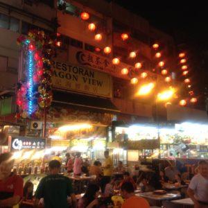 El mercado nocturno de comida es uno de los reclamos de Kuala Lumpur y nosotros no podíamos faltar a la cita
