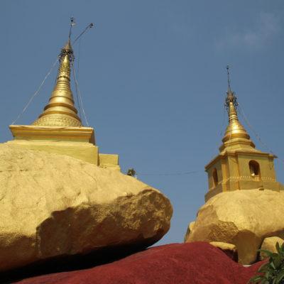Una vez más, una pagoda en una roca dorada culminan la cima, desde donde se obtienen buenas vistas
