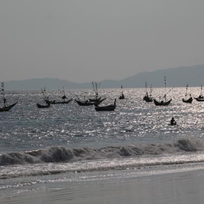 Al llegar a la playa Tizit nos encontramos con una bonita estampa... Barcos amarrados en el mar al atardecer