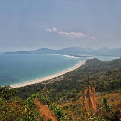 La increíble vista donde se admira como la playa Godfather se junta con el lago interior