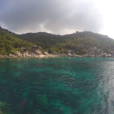 Mango Bay, el lugar de nuestro primer buceo, y un agua precioso
