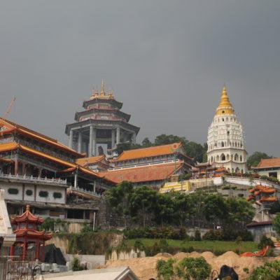 Inmenso el templo Kek Lok Si en las afueras de Georgetown