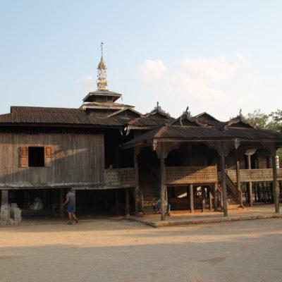 El segundo día dormimos en una casa cercana a este monasterio