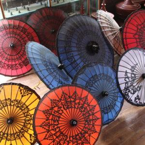 Estos paraguas de papel eran impermeables, mientras que había otros que sólo servían para el sol