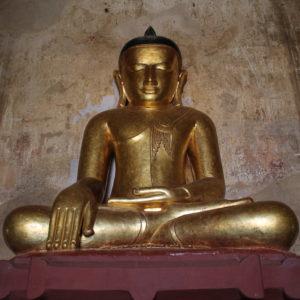 Dentro de los templos no podían faltar buddhas, por supuesto