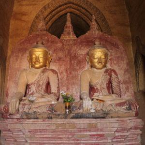 No debe ser muy común en Bagan encontrar 2 buddhas juntos (o eso nos contaron)