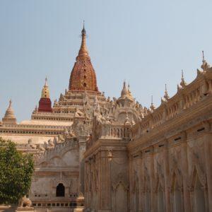 El templo Ananda esta siendo reconstruido, por lo que tiene un aspecto de lo más limpio y cuidado