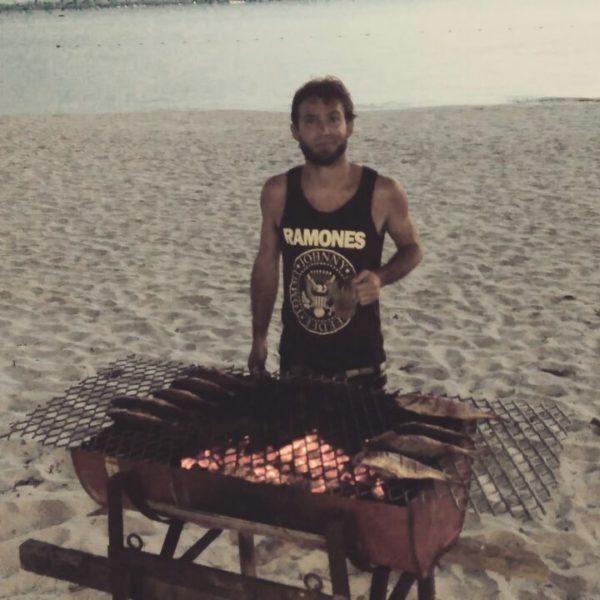 El chef Juan en la barbacoa