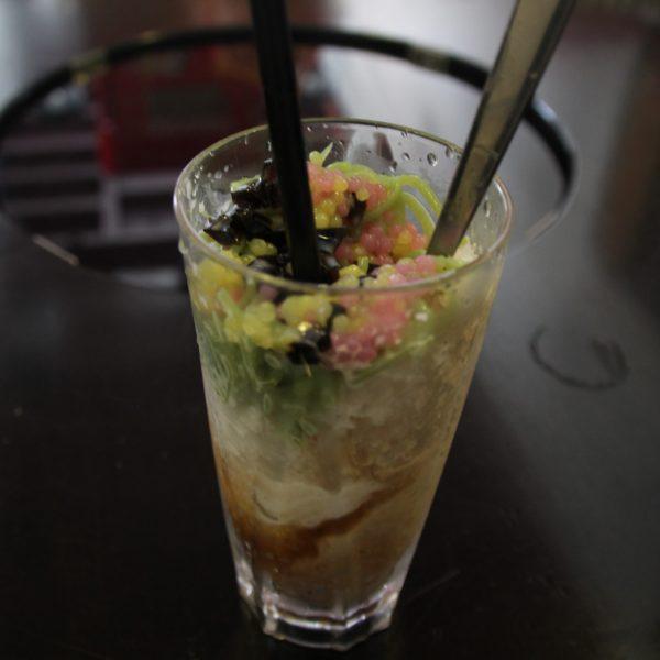 Nyonya Cendul helado, típico de Penang pero que nos fue imposible descifrar que era cada ingrediente, pero total, esta bueno...
