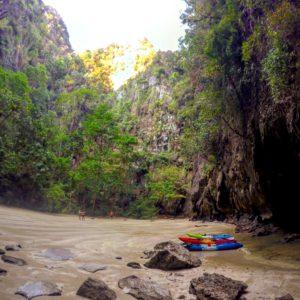 Muy bonita y diferente la Emerald Cave