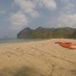 Los kayak preparados para nuestra travesía