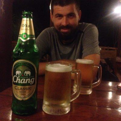 Ya que se nos estropeó el plan, cerveza Chang para compensar