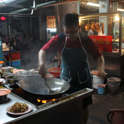 ¡Vaya garbo tenía este cocinero haciendo el arroz frito!