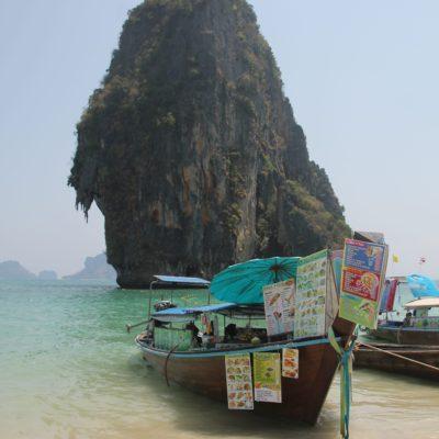 La comida callejera en formato barco en vez de caravana