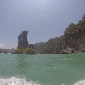 Con el barco hacia Ao Nang pudimos ver más formaciones rocosas en el camino