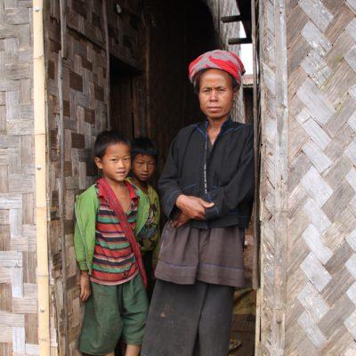 La madre de Kalyar con el tradicional turbante de la tribu Pa-O