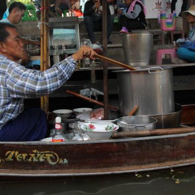 Hay barcas de comida...