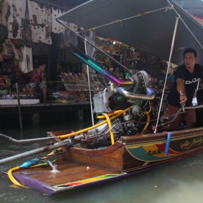 Hay barcas de todo tipo que recorren los canales