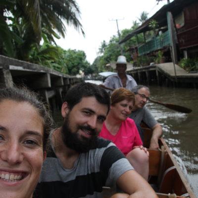 Nosotros cogimos una barca, aunque no nos mereció mucho la pena