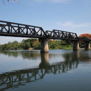 El puente sobre el río Kwae está muy cuidado