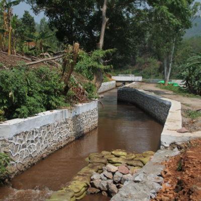 Uno de los canales de la presa