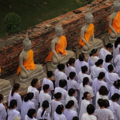Según Mr. Suchart, los que iban de blanco eran puros a ojos de Buddha
