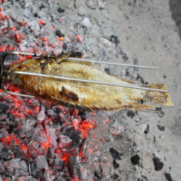 El pescado a la brasa estaba muy jugoso