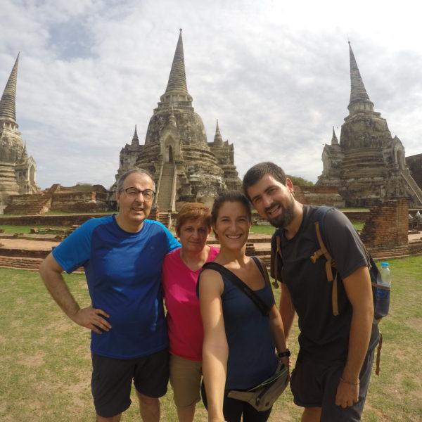Son inconfundibles el Wat Phra Si Saphet y sus tres estupas