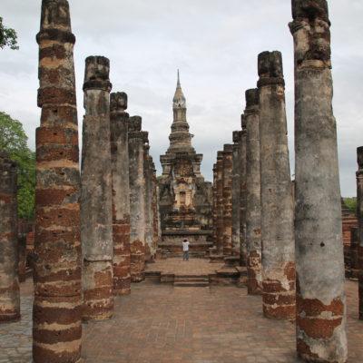 Muchos templos están llenos de pilares a los que les falta su techo original