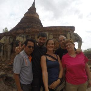 ¡Selfie con Mr. Suchart en Wat Chang Lom y sus elefantes!