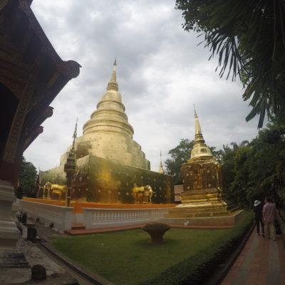 Esta pagoda dorada se encuentra escondida detrás de un templo