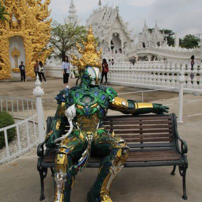 Tanto fuera como dentro, el templo está lleno de curiosidades